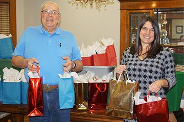 Christmas-Gifts-to-Homeless